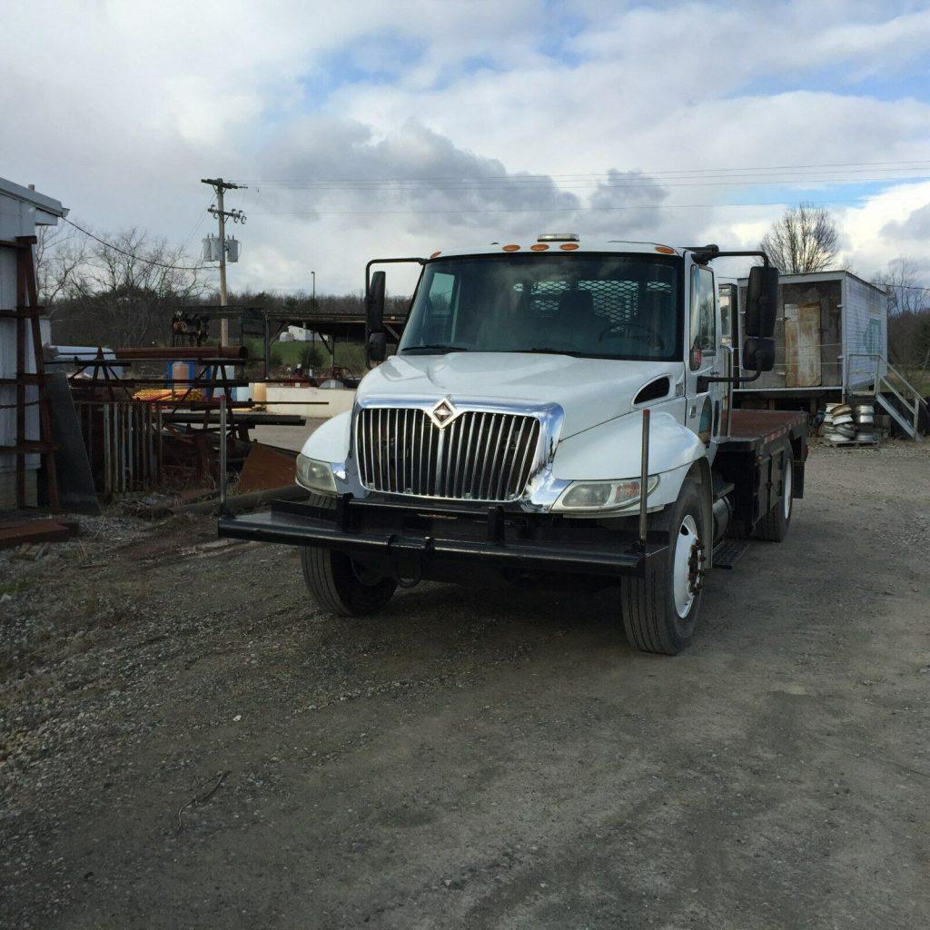 excellent shape 2003 International 4300 truck