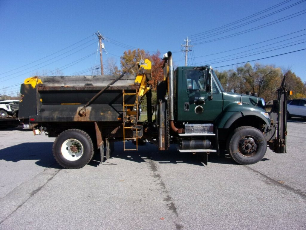 good shape 2003 International 7600 truck