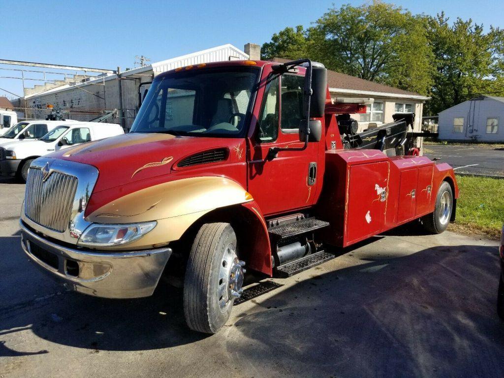 pretty good shape 2002 International 4300 wrecker truck