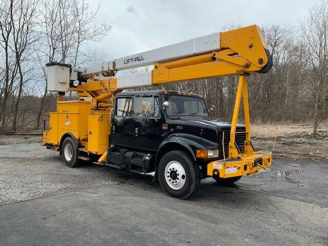 well serviced 2002 International 4900 truck