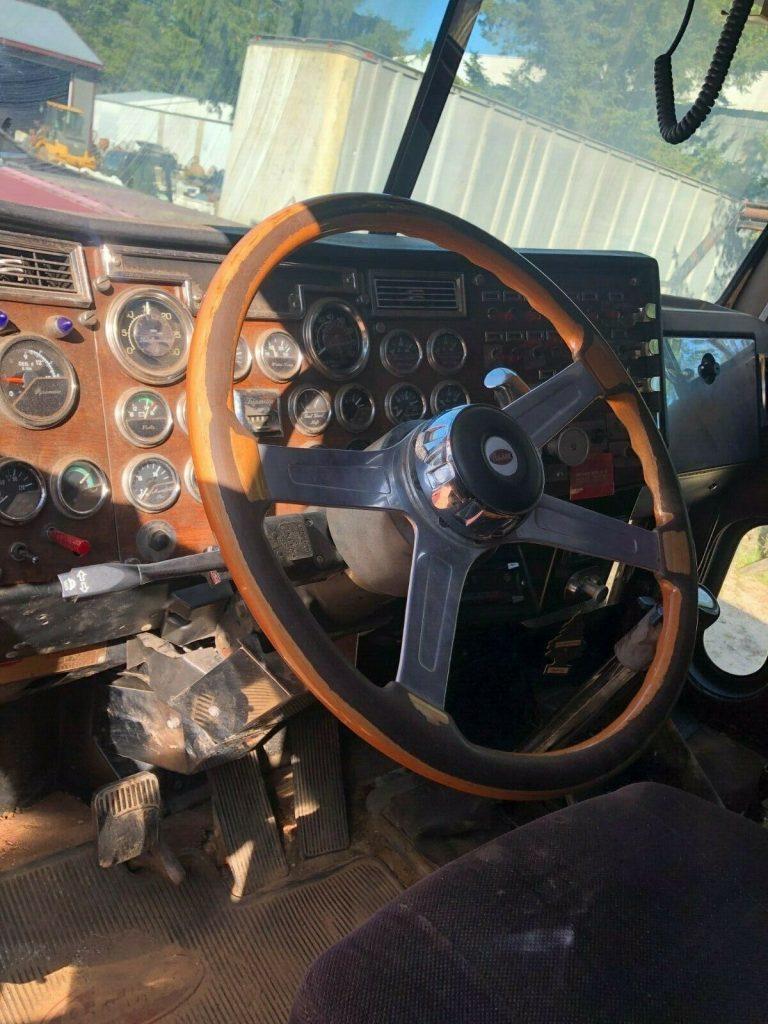 strong 1991 Peterbilt 379 truck
