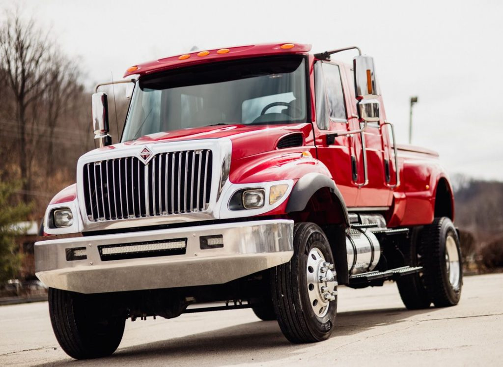 loaded show truck 2005 International CXT 4X4 truck