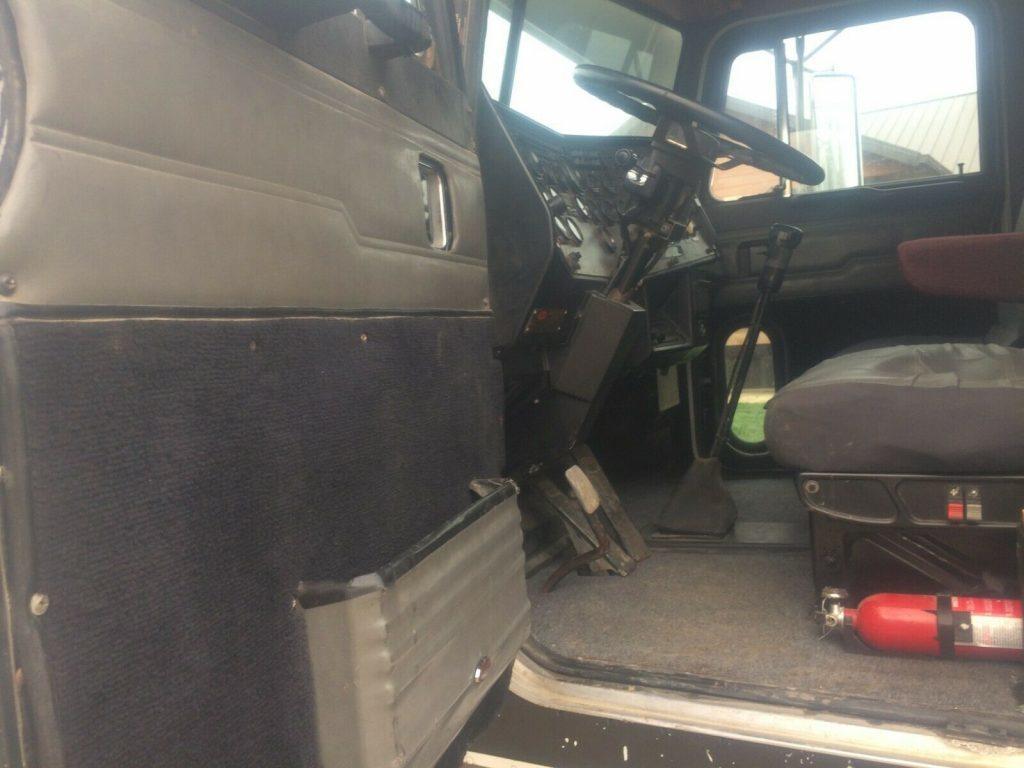 Day Cab 1989 Peterbilt 379 Truck