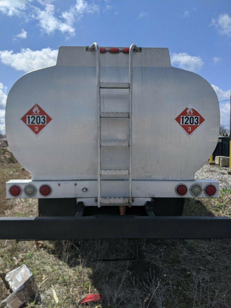 fuel carrier 1980 International truck
