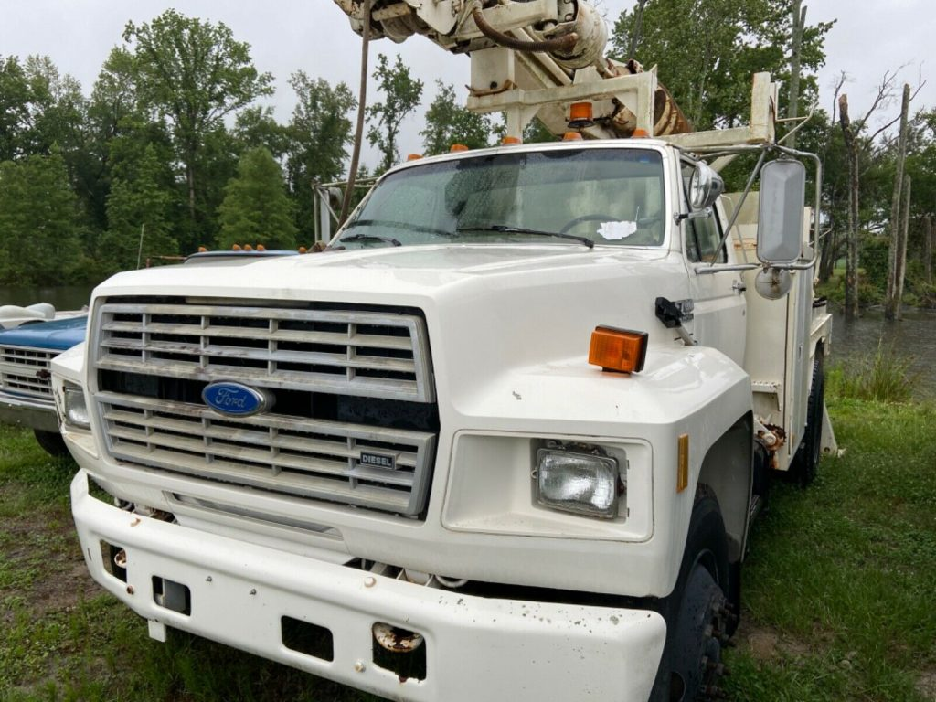 low miles 1988 Ford F 700 Auger Truck